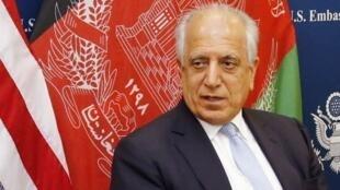 O embaixador Zalmay Khalilzad representa os Estados Unidos nas negociações com o Talibã.
