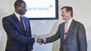Brady W. Dougan, président de Crédit Suisse (d), et le président nommé Tidjane Thiam, lors d'une conférence de presse à Zurich, le 10 mars 2015.