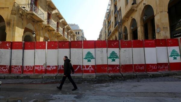 Le Liban croule sous une dette avoisinant les 81 milliards d'euros, soit plus de 150% de son produit intérieur brut (PIB), l'un des taux les plus élevés mondialement.