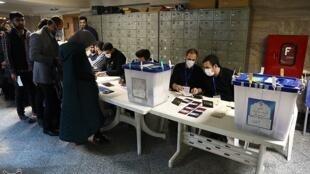یکی از دفاتر رای گیری در تهران ـ دوم اسفند ٢٠٢٠