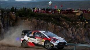 El británico Elfyn Evans y su copiloto Scott Martin compiten en el Rally de Suecia el 14 de febrero de 2020 en Torsby