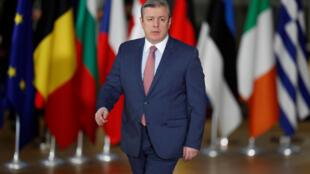Премьер-министр Грузии Георгий Квирикашвили поздравил Сержа Саргсяна с его избранием на пост премьера Армении. Грузинская оппозиция обвинила Квирикашвили в поспешности и некомпетентности.
