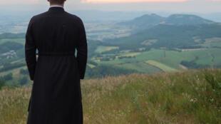 L'ancien pape Benoît XVI a publiquement exhorté son successeur François à abandonner l'idée d'ordonner prêtres des hommes mariés. (Image d'illustration)