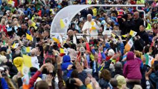 Le pape François lors de son arrivée au Phoenix Park de Dublin le 26 août 2018.