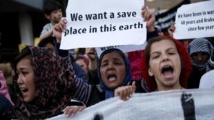 Mercredi 30 mars, dans les rues d'Athènes, réfugiés, militants des droits de l'homme et étudiants ont défilé pour protester contre l'accord UE-Turquie.