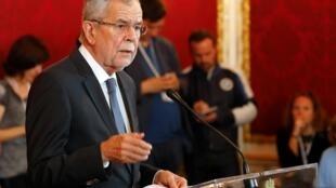 O presidente da Áustria, Alexander Van der Bellen, durante coletiva de imprensa no sábado (18), em Viena.