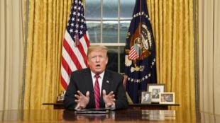 Le président américain Donald Trump lors de son allocution sur l'immigration, le mur entre les Etats-Unis et le Mexique et le 18e journée de shutdown, à la Maison Blanche, à Washington, le 8 janvier 2019.