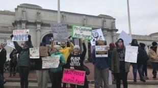 Americanos protestam contra a posse do presidente Donald Trump
