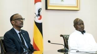 Les présidents rwandais et ougandais, Paul Kagame et Yoweri Museveni, en 2018 à Entebbbe (image d'illustration).