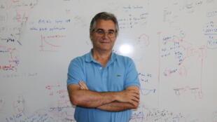 Professor Catedrático no Departamento de Química da Universidade de Coimbra, Luís Arnaut