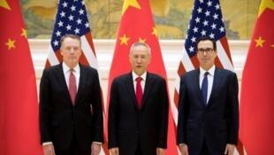 中国副总理刘鹤与美国贸易代表莱特希泽和财政部长姆努钦资料图片