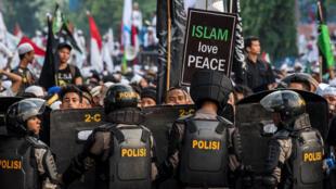 Cuộc biểu tình ôn hòa phản đối đô trưởng Jakarta Basuki Tjahaja Purnama đã biến thành cuộc bạo động, ngày 04/11/2016.