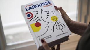 Le dictionnaire Larousse.