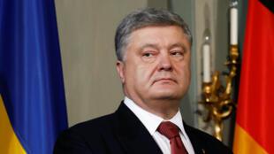 Tổng thống Ukraina Petro Porochenko ủng hộ luật định mức dùng tiếng Nga trên các kênh truyền thanh, truyền hình.