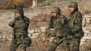 Soldados sul-coreanos estão em estado de alerta devido aos novos disparos de artilharia da Coreia do Norte.