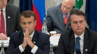 Tổng thống Pháp Emmanuel Macron (T) và đồng nhiệm Brazil Jair Bolsonaro tại thượng đỉnh G20 ở Osaka, Nhật Bản, ngày 28/06/2019.