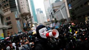 La manifestation du 1er janvier à Hong Kong a dérapé en affrontements avec la police suite à l'interruption par la police de la marche pacifique.