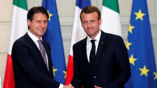 Thủ tướng Ý Giuseppe Conte (T) gặp nguyên thủ Pháp Emmanuel Macron, điện Elysée, ngày 15/06/2018.