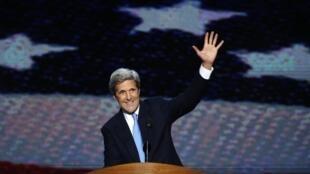 Thượng nghị sĩ John Kerry sau khi phát biểu tại đại hội đảng Dân chủ ở Bắc Carolina ngày 06/09/2012.