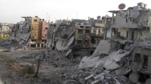 A Força Aérea da Síria está deliberadamente visando civis e realizando ataques indiscriminados, acusa a ONG Human Rights Watch.
