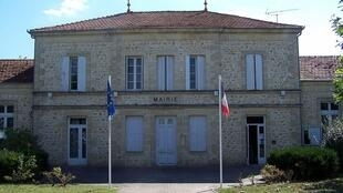 Louchats town hall.