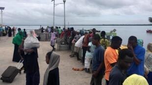 A Lamu, alors qu'une attaque des Shebabs est en cours, desvoyageurs ont été mis en sécurité sur la base militaire de Manda, le 5 janvier 2020.