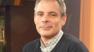 Diego vecchio en los estudios de RFI