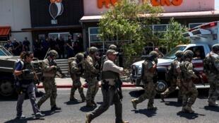 Lực lượng an ninh được triển khai gần trung tâm thương mại Cielo Vista tại El Paso, bang Texas, ngày thứ Bảy 03/08/2019.