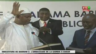 Adama Barrow, presta juramento na embaixada da Gâmbia em Dakar 19/01/2016