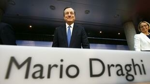 O presidente do Banco Central Europeu, Mario Draghi, é chamado a tomar medidas para evitar a deflação na Europa.