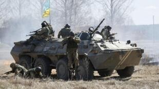 Patrulha ucraniana, perto de Zhytomyr, Ucrânia.