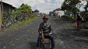 Un chef coutumier investi dans la lutte contre la maladie à virus Ebola à Nyiaragongo, en RDC.