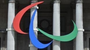 Logo dos Jogos Paralímpicos de Londres em frente à National Gallery, um dos principais pontos turísticos da capital britânica