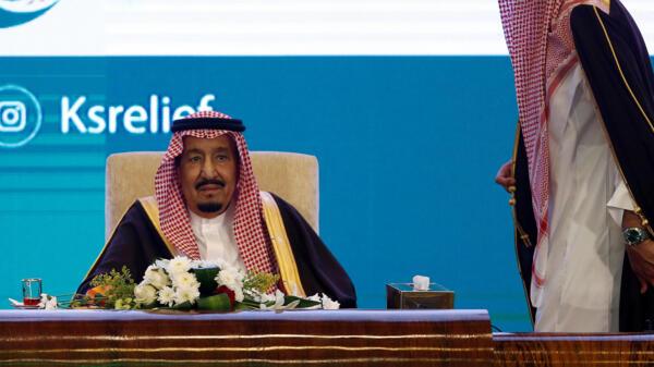 Le roi Salmane, ici à Riyad le 26 février 2018, a publié une série de décrets visant à remplacer plusieurs hauts dirigeants de l'armée saoudienne.
