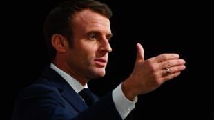 O presidente Emmanuel Macron defende que reformas são necessárias, apesar da paralisação