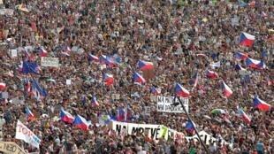 Người dân Séc biểu tình tại thủ đô Praha đòi thủ tướng Andrej Babis từ chức, ngày 23/06/2019.
