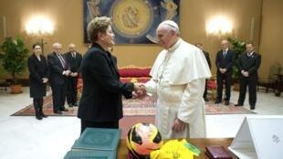 A presidente Dilma Rousseff é recebida pelo Papa Francisco no Vaticano.