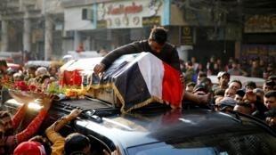 Funérailles d'un militant mort pendant les manifestations contre le gouvernement à Bagdad. Le 26 novembre 2019.