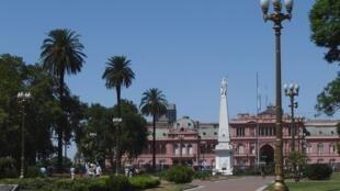 As mulheres vão marchar até a Casa Rosada, sede do governo argentino, em Buenos Aires, para condenar a violência sexual e exigir igualdade de direitos.