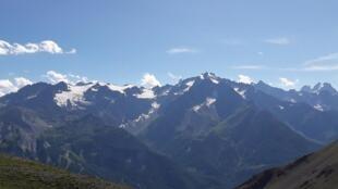 Les glaciers du massif des Écrins.