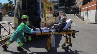 西班牙一家醫院疫情照片 2020年4月2日