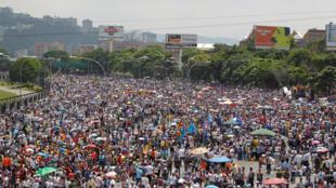 Manifestação contra o governo do presidente venezuelano, Nicolás Maduro, na última segunda-feira (24), em Caracas.
