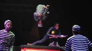 Des acteurs de la troupe sud-africaine Zip Zap Circus.