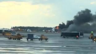 В аэропорту Шереметьево аварийную посадку совершил пассажирский самолет