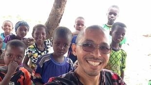 O missionário Cristiano às vezes pensa no risco de ataques terroristas, mas não pensa em abandonar o país.