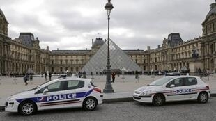 Police cars in front of Louvre museum.