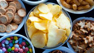 Une très grande majorité des aliments consommés lors du grignotage présente une faible qualité nutritionnelle.