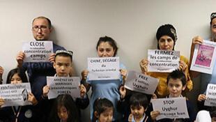 Près de 75% des Ouïghours de la diaspora disent avoir un proche qui est détenu dans un camp de rééducation au Xinjiang en Chine. Longtemps silencieux par peur de mettre leur famille en danger, certains brisent aujourd'hui le silence...