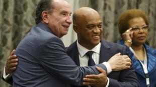 Aloysio Nunes Ferreira, ministro das Relações Exteriores do Brasil (esq), com o seu homólogo de Cabo Verde, Luís Filipe Tavares.