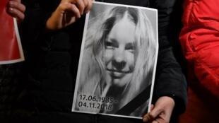 31 июля 2018 года в Херсоне неизвестный плеснул серной кислотой в лицо Екатерине Гандзюк, гражданской активистке и управляющей делами Херсонского горсовета